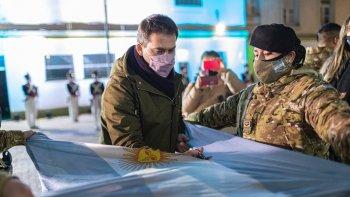 Municipio y Ejército realizaron un homenaje a la bandera
