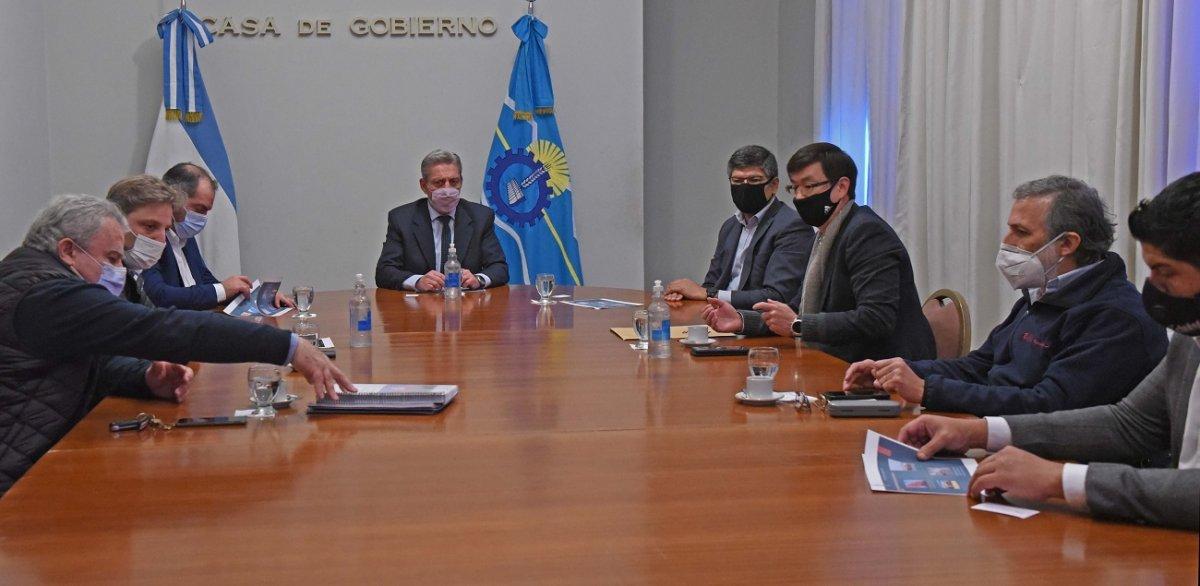 Arcioni se reunió con representantes de la pesquera Red Chamber.