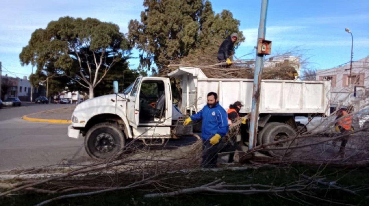La Municipalidad mantuvo asistencia permanente durante el temporal de viento en la ciudad