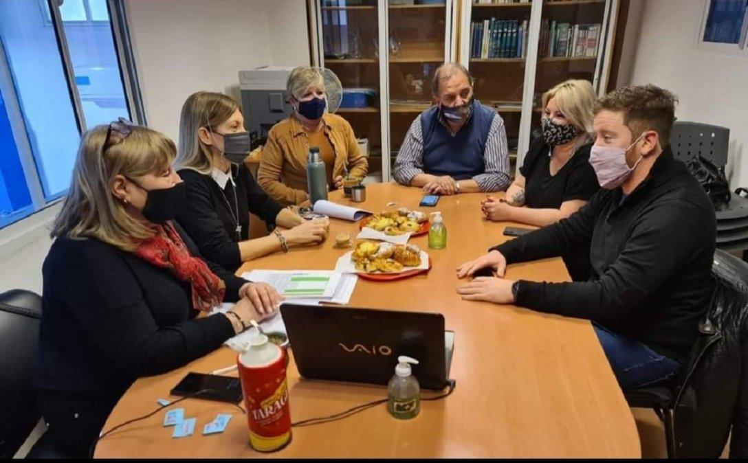 En la sede del Consejo de Localidad de Comodoro Rivadavia se reunieron autoridades partidarias y participaron intendentes para tratar de delinear una lista de unidad para las elecciones.
