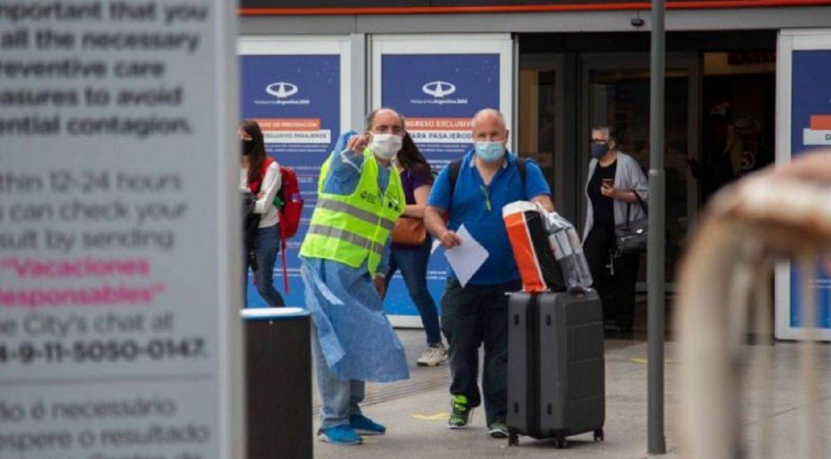 En Ezeiza se detectó la variante Delta de coronavirus en dos pasajeros que arribaron de España y Miami. Fueron aislados al igual que los contactos estrechos.