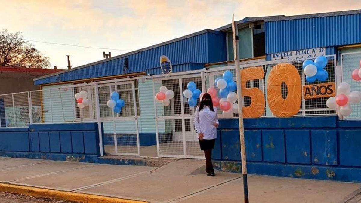 Directora denunció perdida de gas en la escuela y la apartaron de su cargo.
