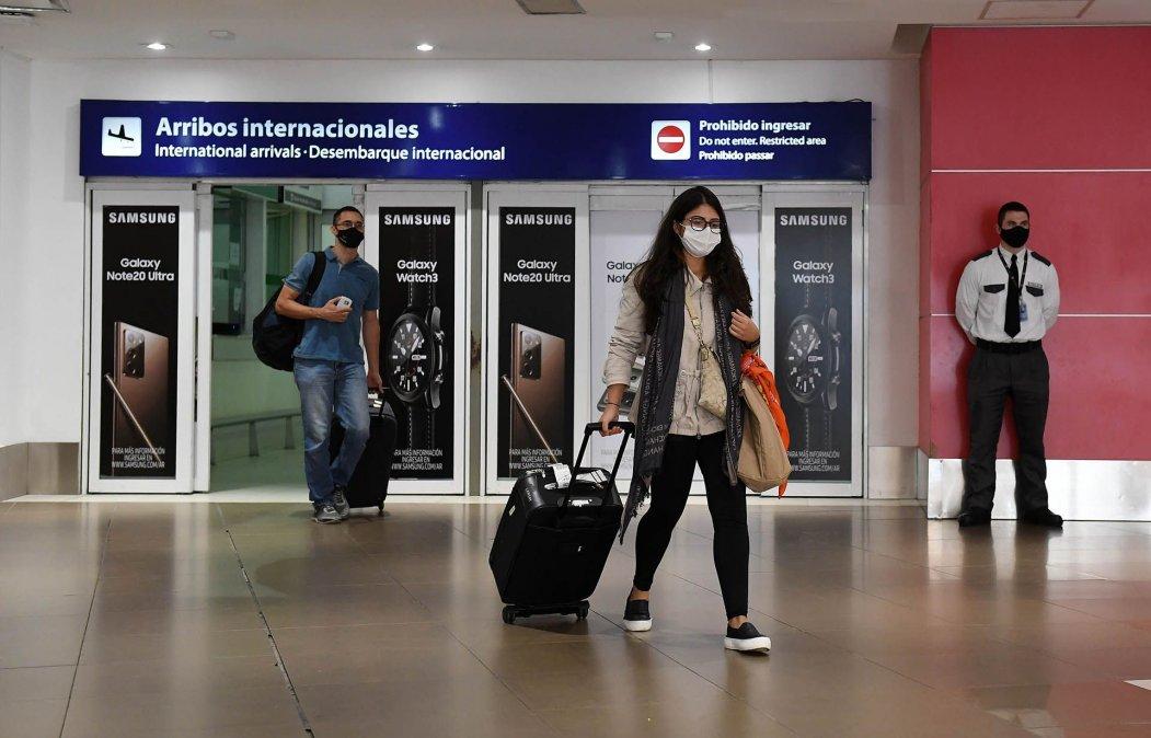 Detectaron otros nueve casos de la variante Delta del coronavirus en viajeros llegados del exterior