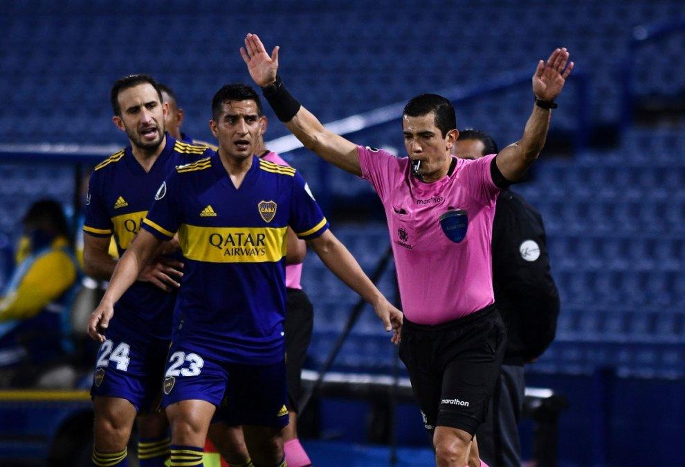 El colombiano Andrés Rojas fue suspendido por la CONMEBOL tras la actuación en La Bombonera.