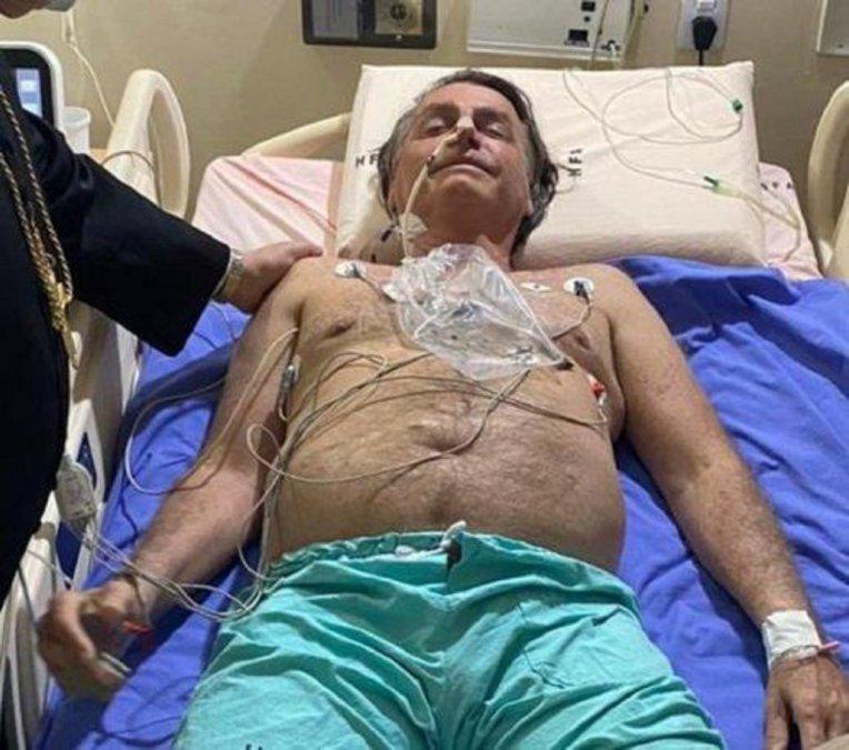 Bolsonaro continúa internado por una obstrucción intestinal