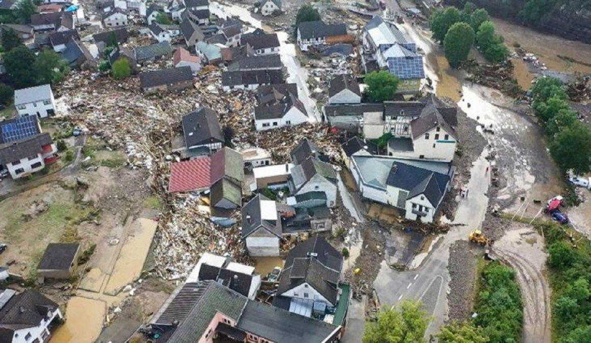 Al menos33 personas murierondebido al temporal defuertes lluviasregistradas en Alemania.