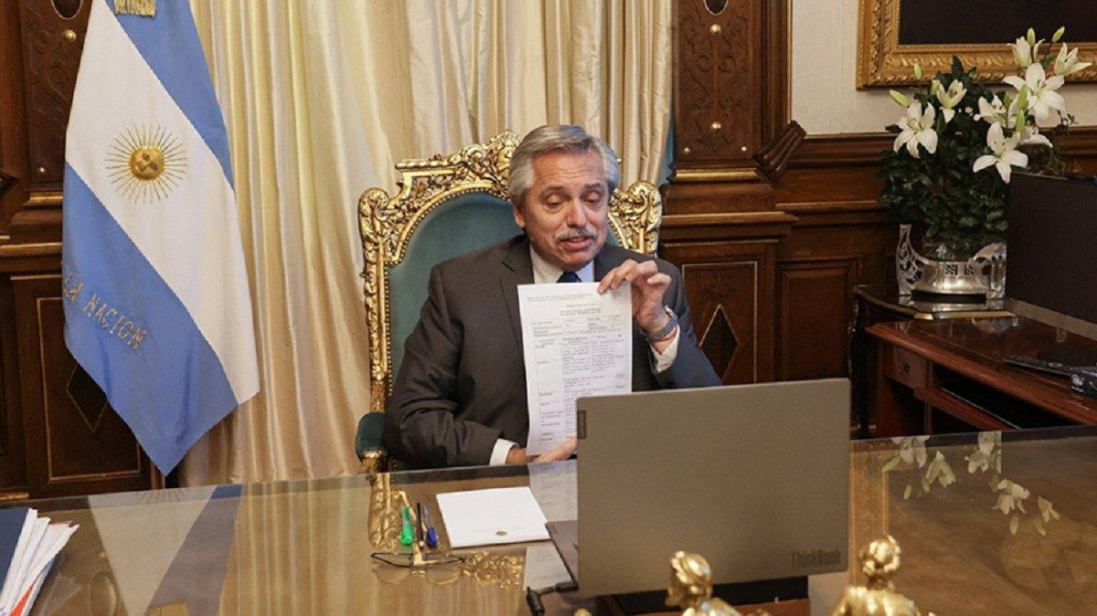 El presidente Alberto Fernández recibió la noticia que fue aprobado el primer lote de vacunas Sputnik producido en nuestro país. La información la transmitió el CEO del Instituto Gamaleya.