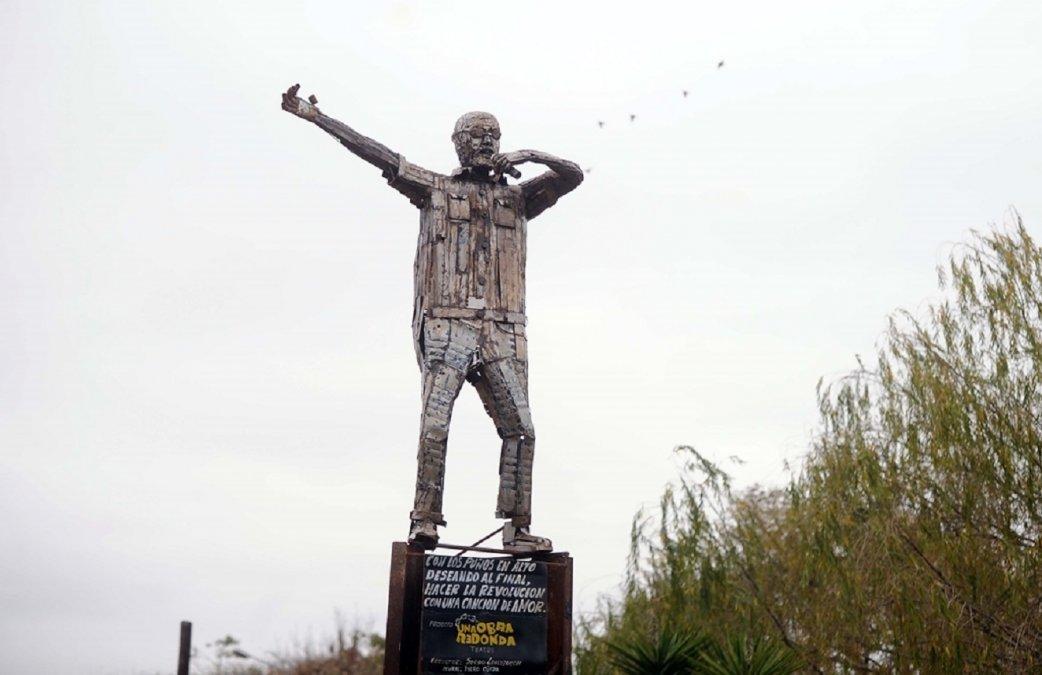 Hicieron la primera estatua del Indio Solari en La Matanza.