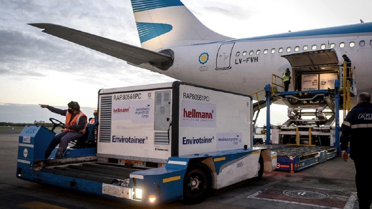 Partió un nuevo vuelo de Aerolíneas Argentinas en busca de más vacunas Sinopharm. Foto: Télam