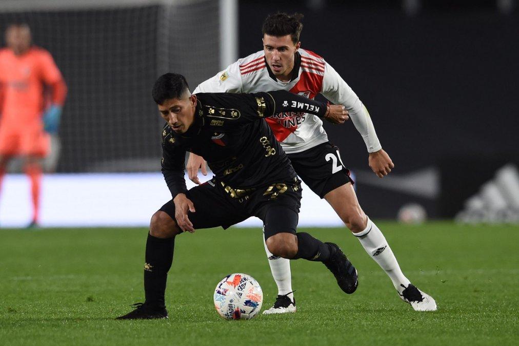 River perdió con Colón como local y extendió su racha negativa jugando en el Monumental.