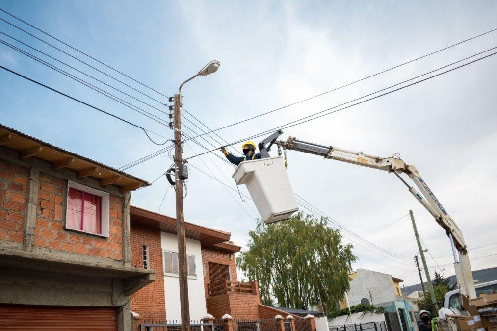 La SCPL y el municipio instalan más de 500 luminarias LED