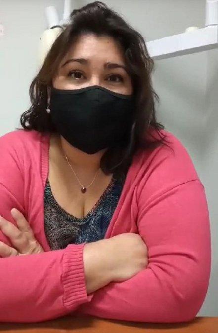 Valeria Gutiérrez es trabajadora del Hospital Regional y reclama que la despidieron.