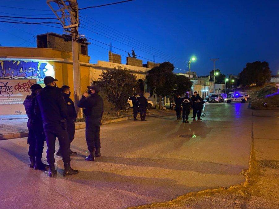 Personal de la Policía trabajando en el lugar del fatal accidente.