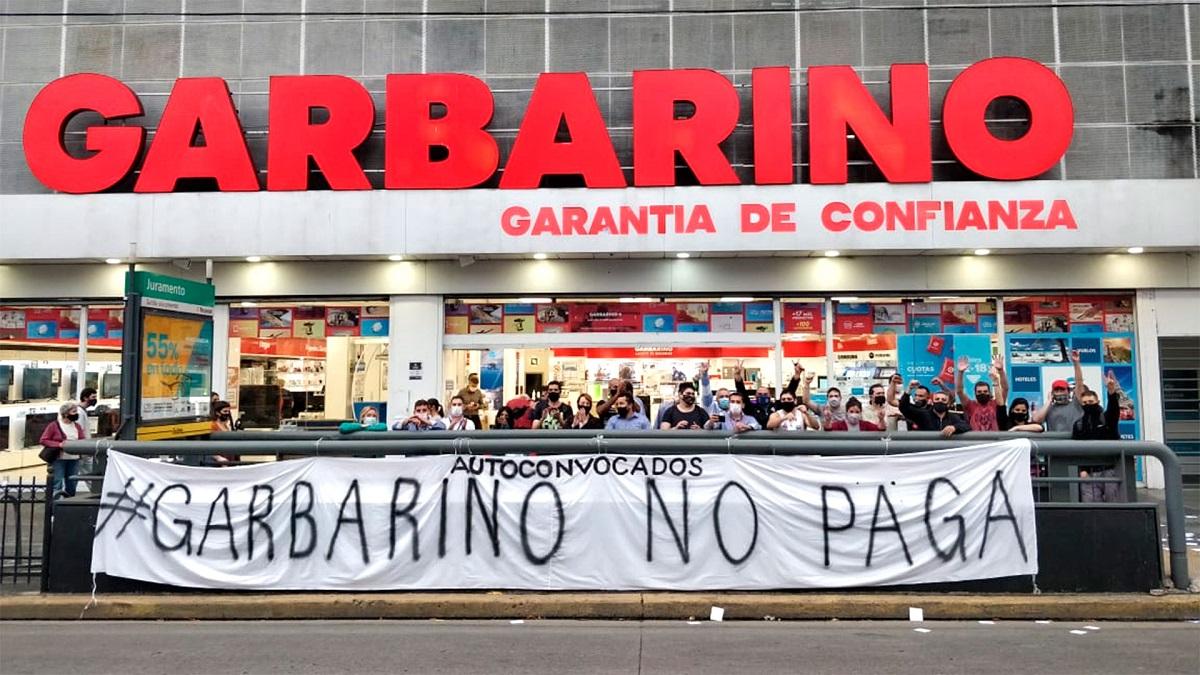 Garbarino casi no tiene mercadería y sigue sin pagarle a sus empleados.