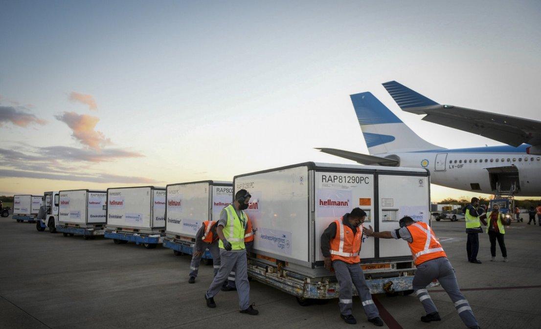 Llegó el octavo vuelo desde China con casi 800 mil dosis de Sinopharm.
