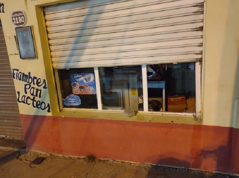 La Policía detuvo a dos personas que robaban una rotisería en el barrio San Martín.