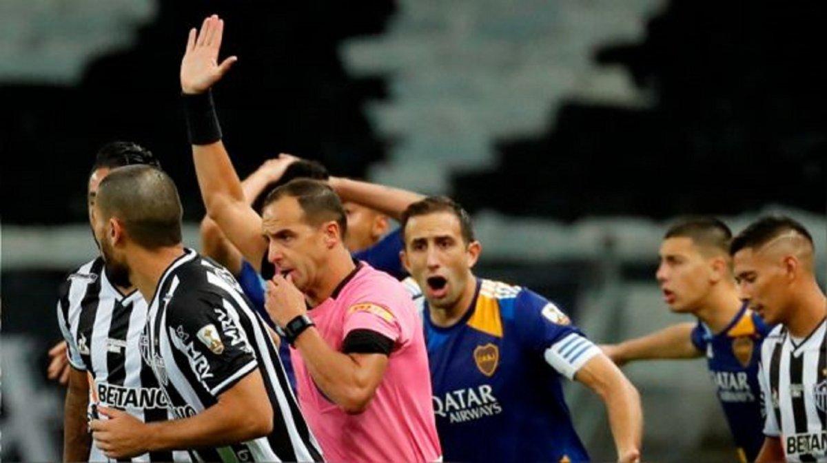 Trascendieronlos audios del VAR en el gol de Boca anulado ante Atlético Mineiro.