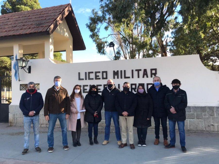 Están organizados en todo el país por los 9 liceos militares