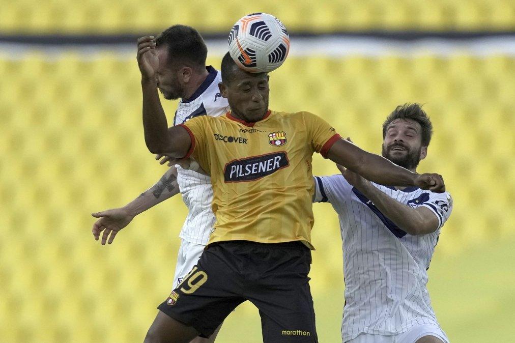 Vélez perdió 3-1 en Ecuador y quedó afuera de la Libertadores.
