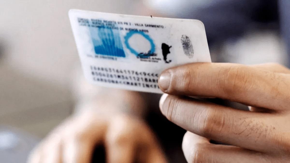 Se eligió la letra X en el DNI para personas no binarias para que los pasaportes tengan validez internacional.