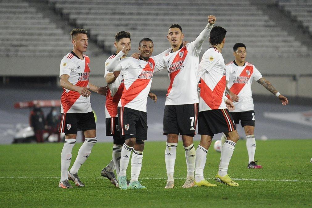 River se floreó en el Monumental y goleó 4-0 a Unión.