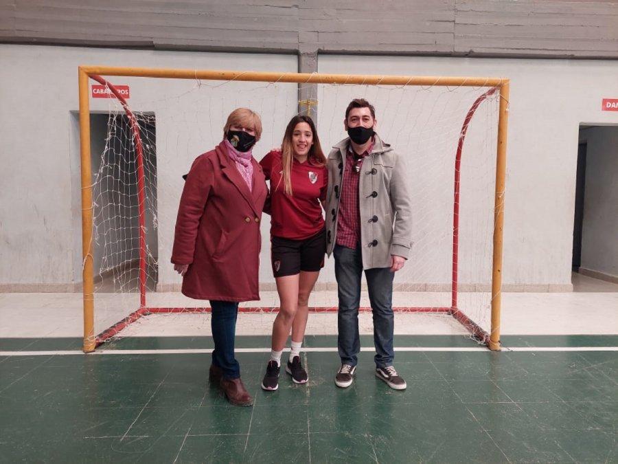 Orlando Vera acompañó a la Indentente Adriana Agüero en la recepción de la jugadora de River y Argentina Melina Melipil a 28 de Julio