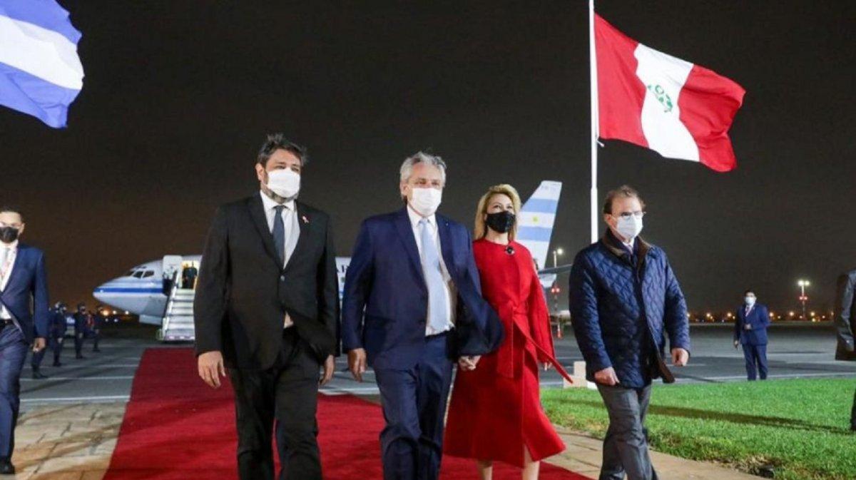 Alberto Fernández llegó a Perú y será parte de la asunción de Pedro Castillo.
