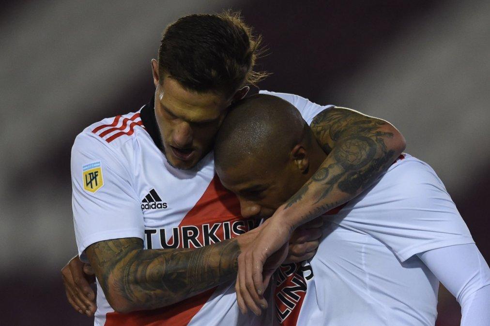 Zuculini yDe La Cruz los goleadores de River en la victoria sobre Lanús.