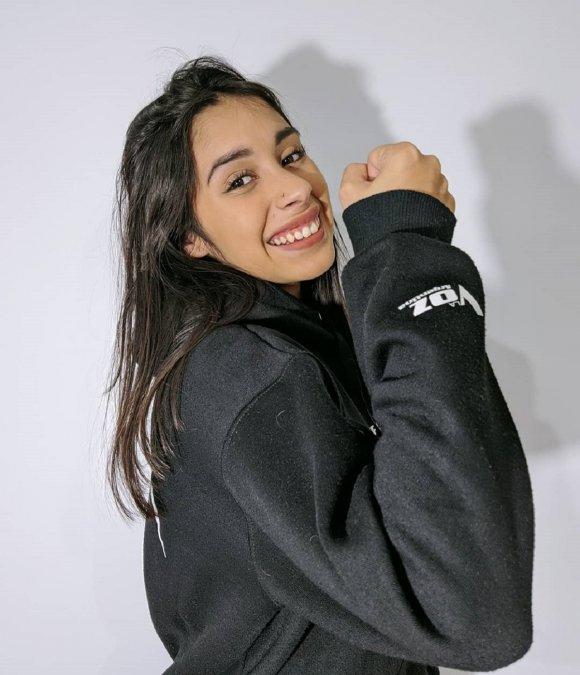 Camila Garayla rompió con la interpretación del temaComo la florde Selena en su primera presentación.