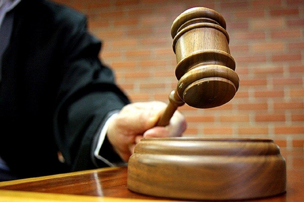 El magistrado dictó una orden de prohibición de acercamiento y contacto en todo lugar y por todo medio del procesado con la víctima.