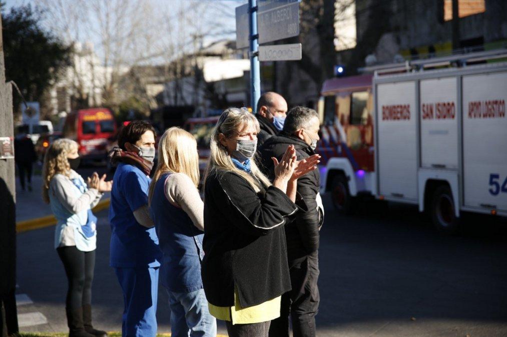 Emotiva despedida a los tres bomberos fallecidos en el incendio.