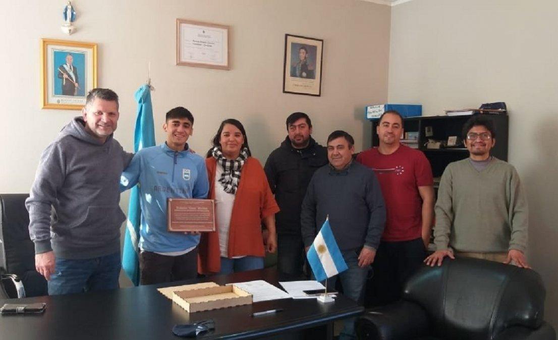 Eulalio Muñoz fue nombrado embajador deportivo de Gualjaina. Foto:superdepor.