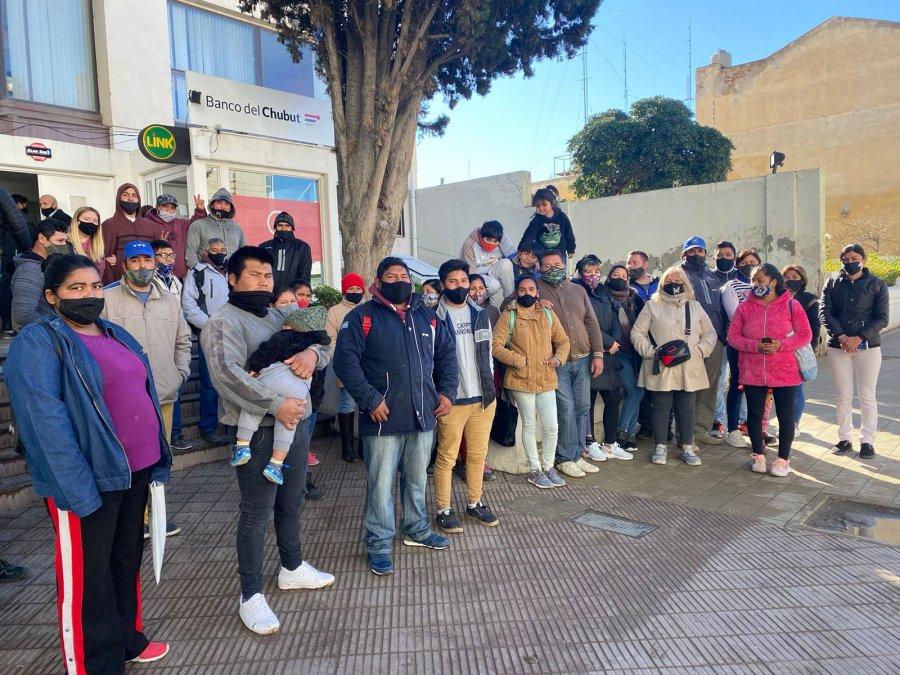 Vecinos del barrio El Faro reclaman por servicios.