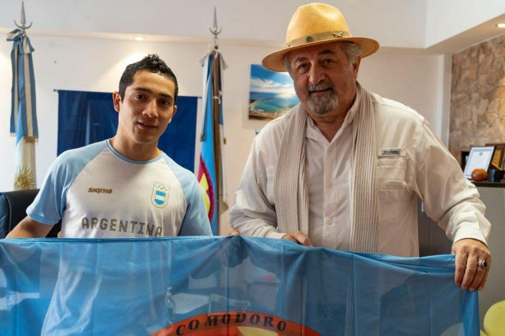 El atleta olímpico Joaquín Arbe se reunió con el viceintendente y concejales para hablar de su experiencia en los Juegos Olímpicos Tokio 2020.
