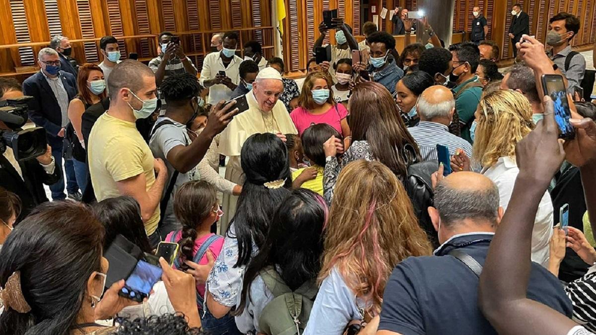 El Papa Francisco recibió a refugiados de Afganistán