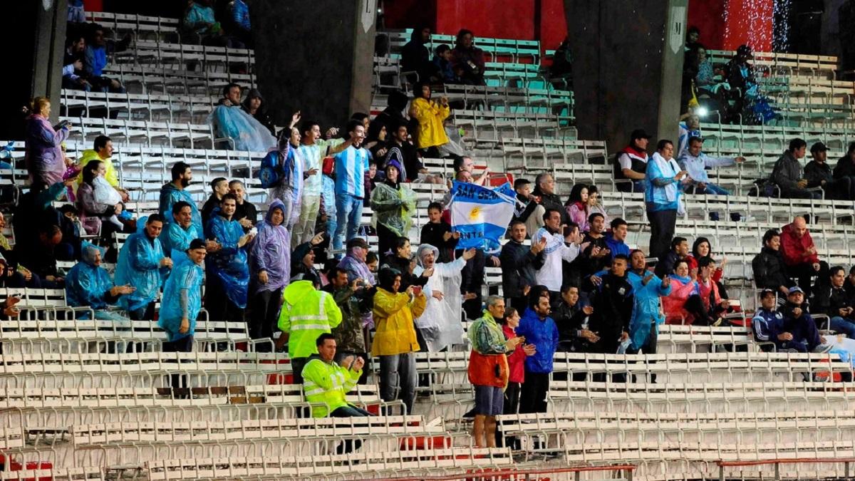 En menos de una hora se agotaron las entradas para el partido ante Bolivia.