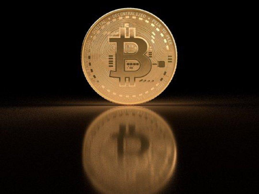 El bitcoin sufrió una caída del 15%