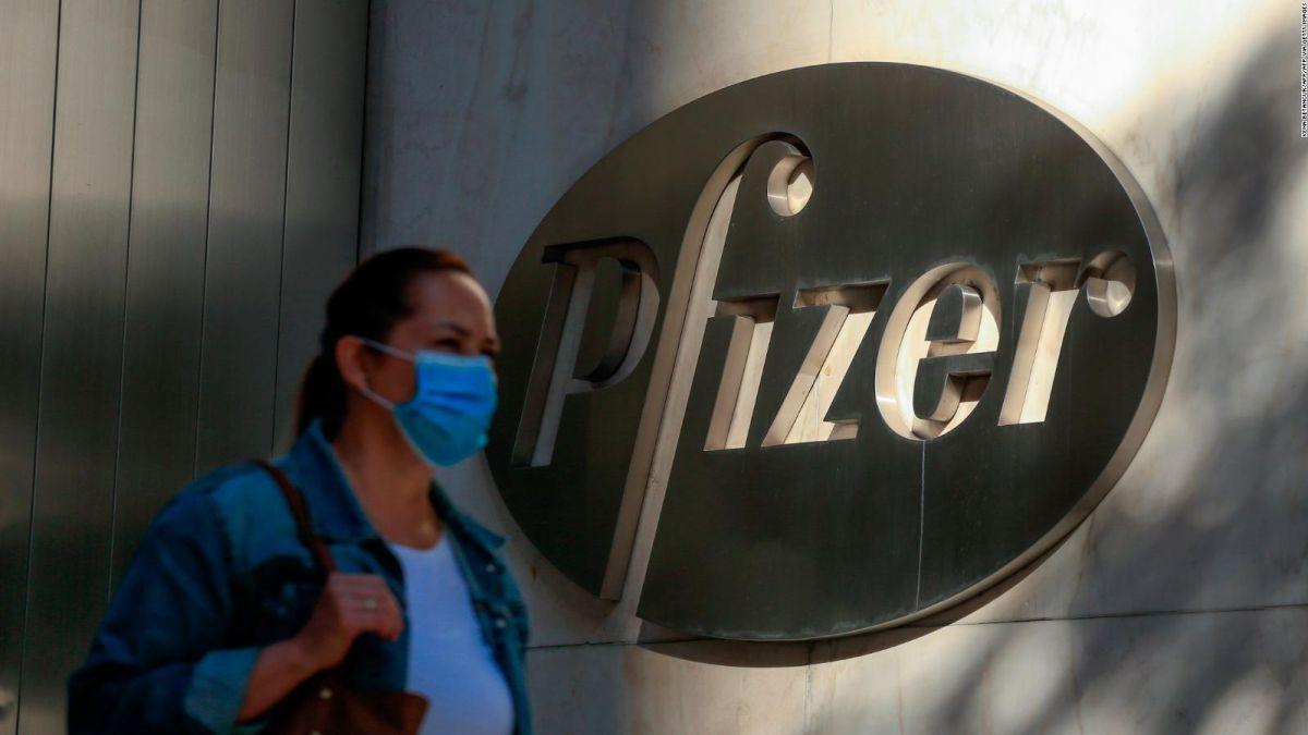 Este miércoles arriba a la Argentina el primer lote de la vacuna Pfizer adquirida por nuestro país. Un vuelo de Aerolíneas Argentinas traerá 100.000 dosis de los 20 millones que se adquirieron.