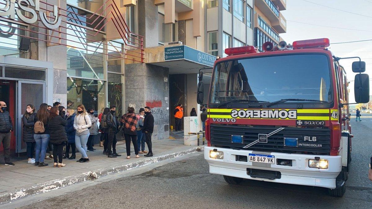 Bomberos debieron evacuaron un edificio céntrico
