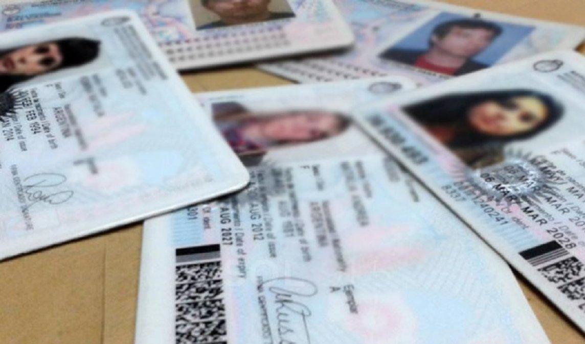 Se entregaron unos 20 documentos en Comodoro para que la gente pueda ir a votar