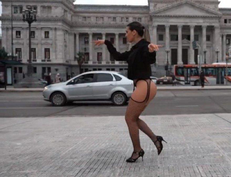 Cinthia Fernández cerró su campaña en portaligas frente al Congreso