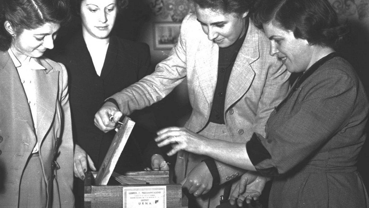 Un día como hoy se sancionaba la ley de sufragio femenino