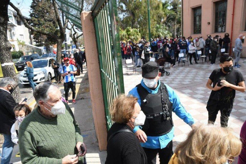 Cierran las mesas de votación pero en Buenos Aires y Córdoba se sigue votando