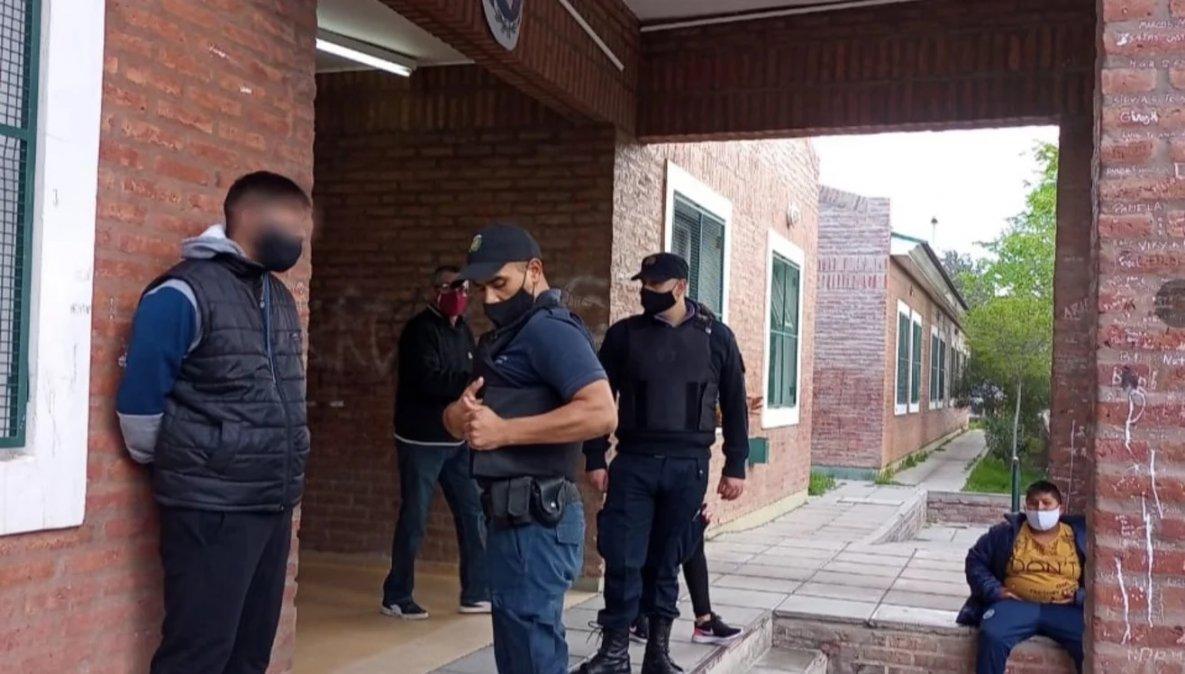 Un joven tenía dos pedidos de captura y fue a votar: lo detuvieron. Foto: El Chubut