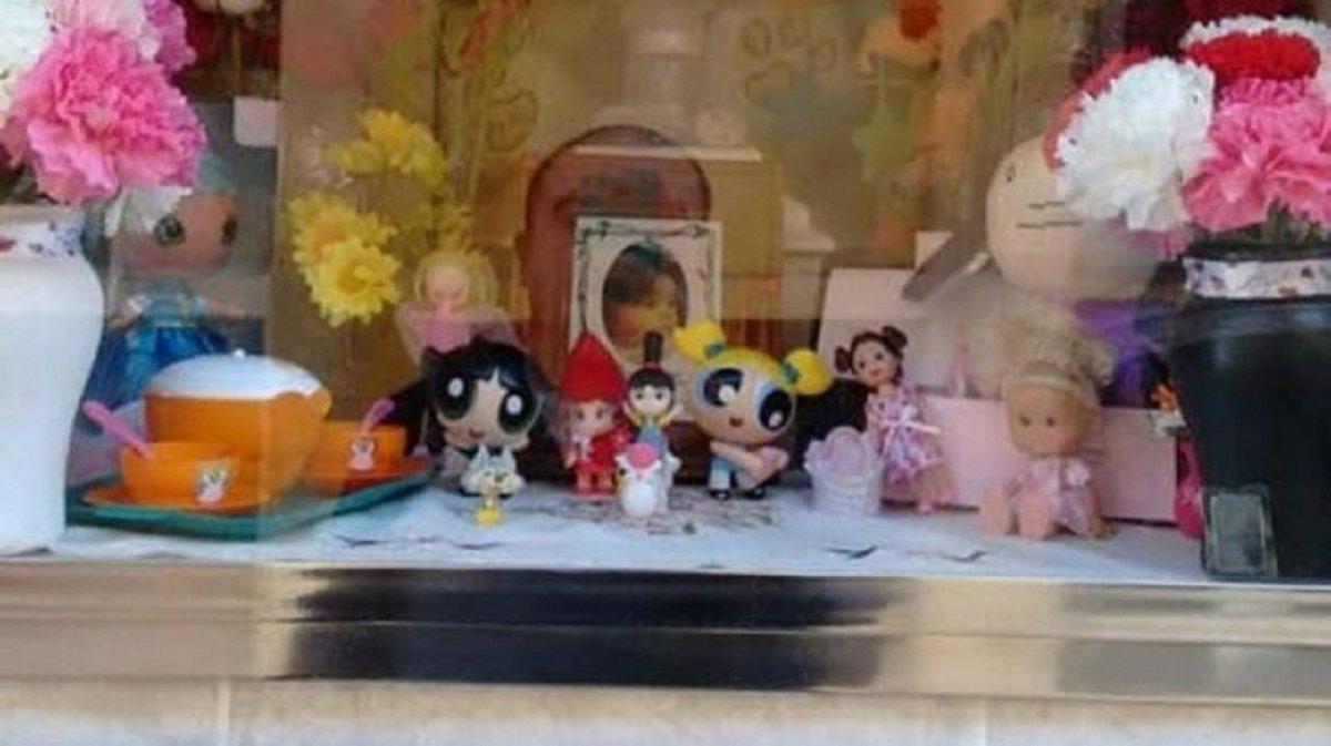 Rompieron el nicho de una niña fallecida para robarle juguetes