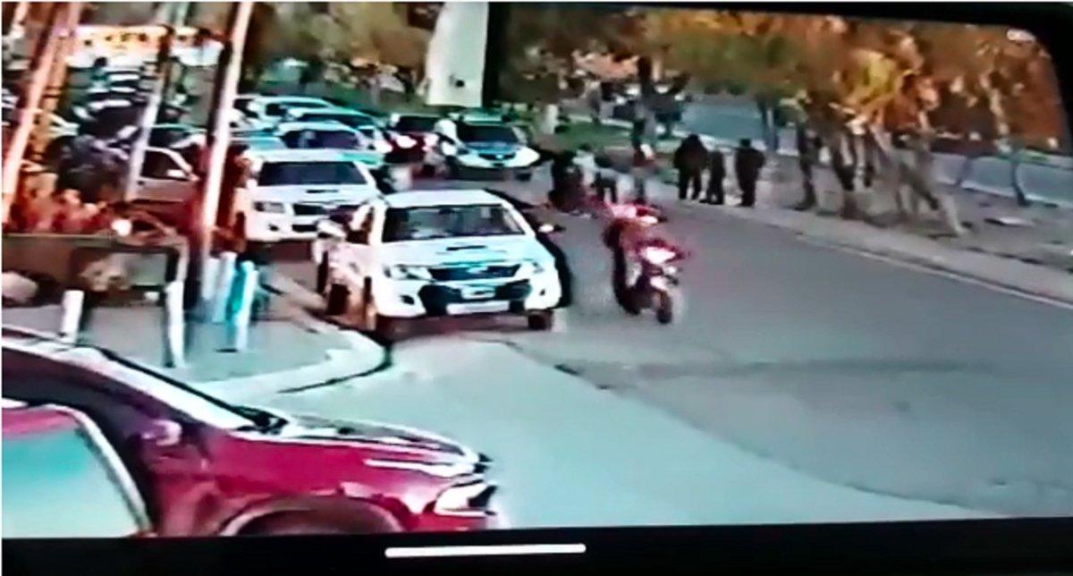 Tres personas en una moto embistieron a una nena de 9 años en la Avenida Constituyentes.