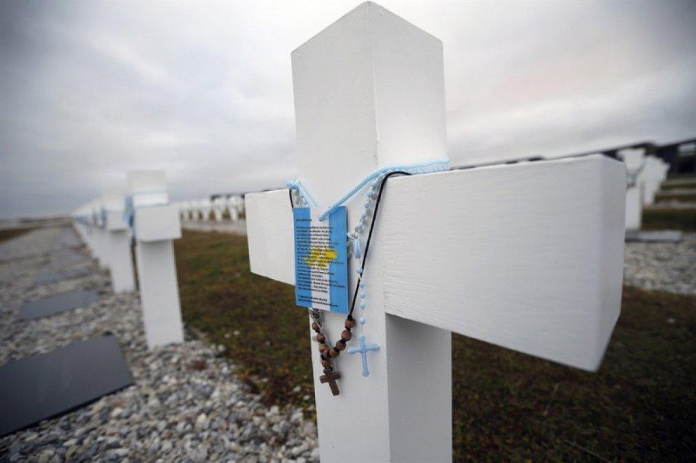 Identificaron a seis excombatientes argentinos caídos en las Malvinas.