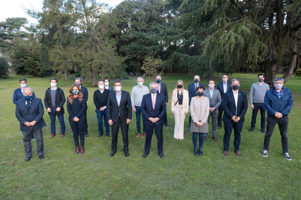 El Presidente se reunió con Massa, Máximo e intendentes para reformular la campaña
