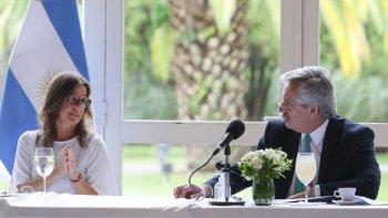 Ministros que no renunciaron respaldan a Alberto Fernández