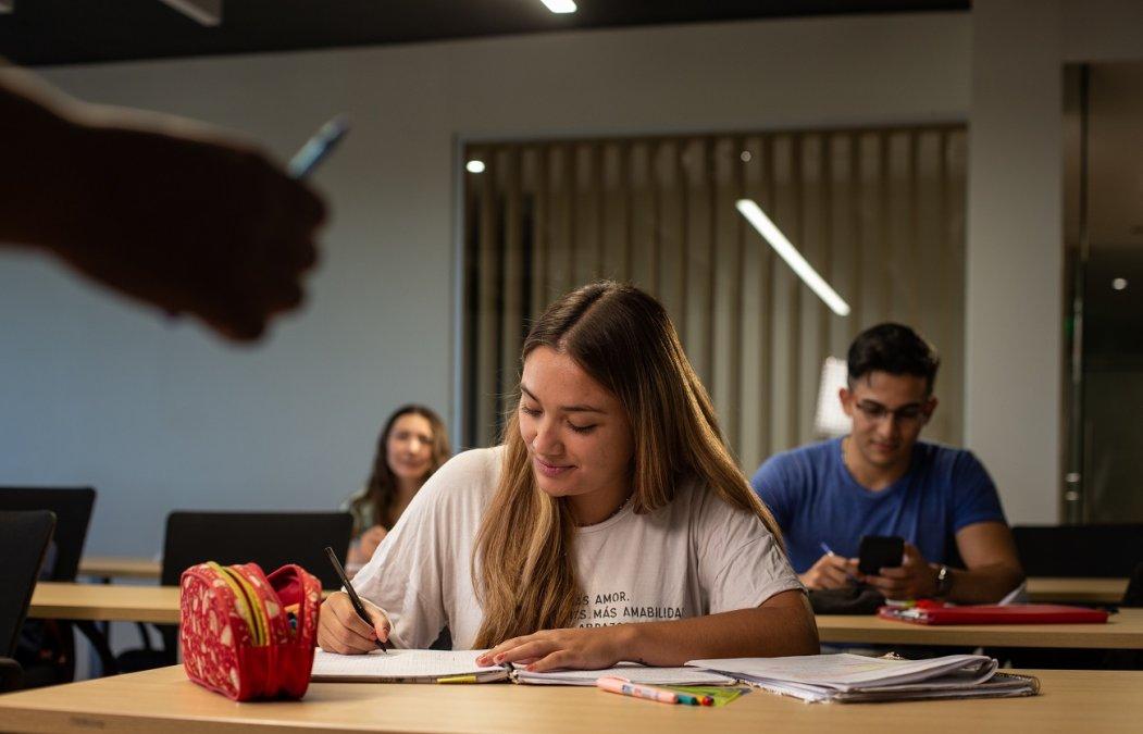 PAE lanza becas para estudiantes de carreras vinculadas a la energía
